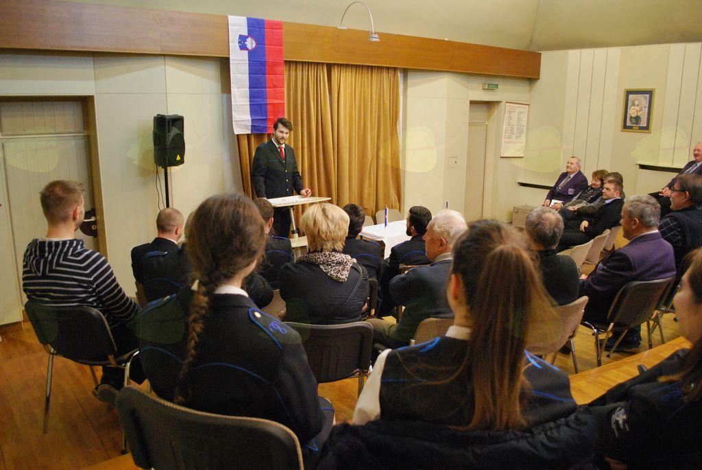 Zbrane je najprej pozdravil in nagovoril predsednik godbe Žan Avbelj.