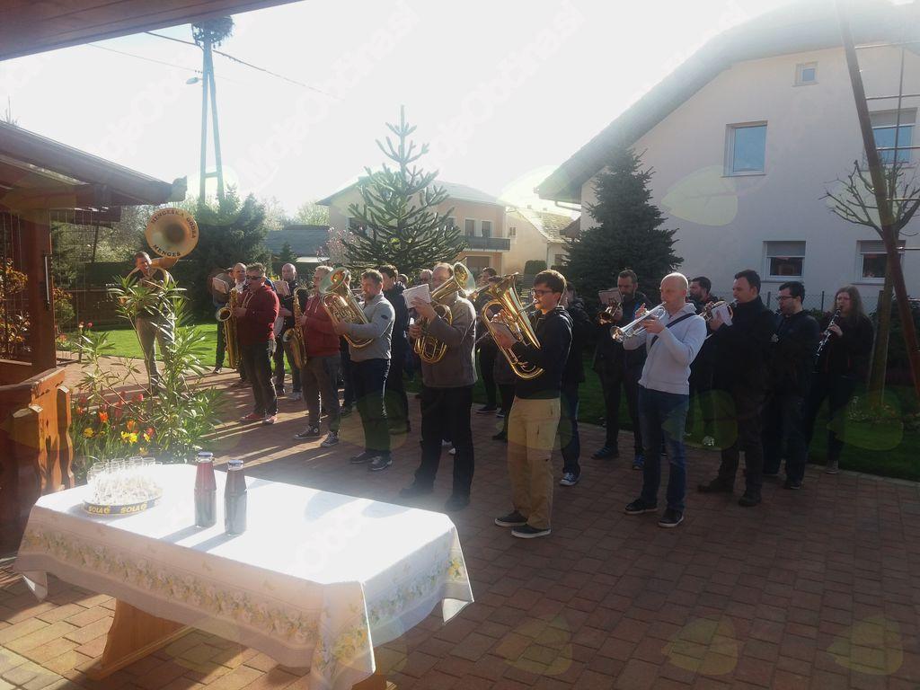 Jutranja rojstnodnevna čestitka v Rakičanu.