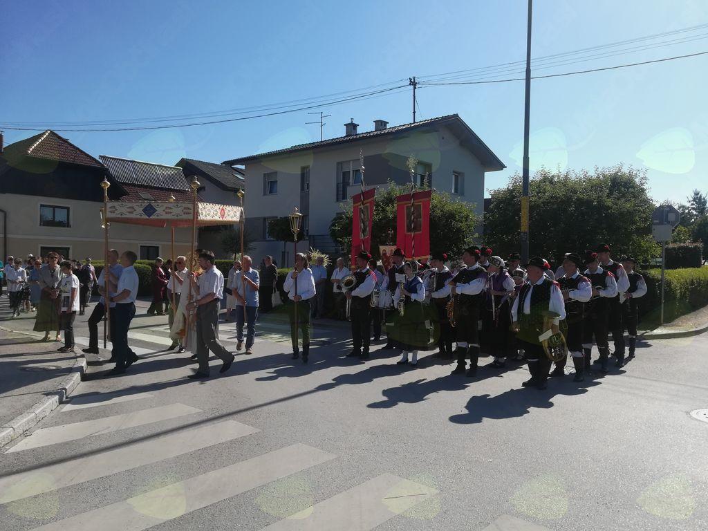 Mengeška godba na Telovski procesiji v Mengšu Foto: M. K.
