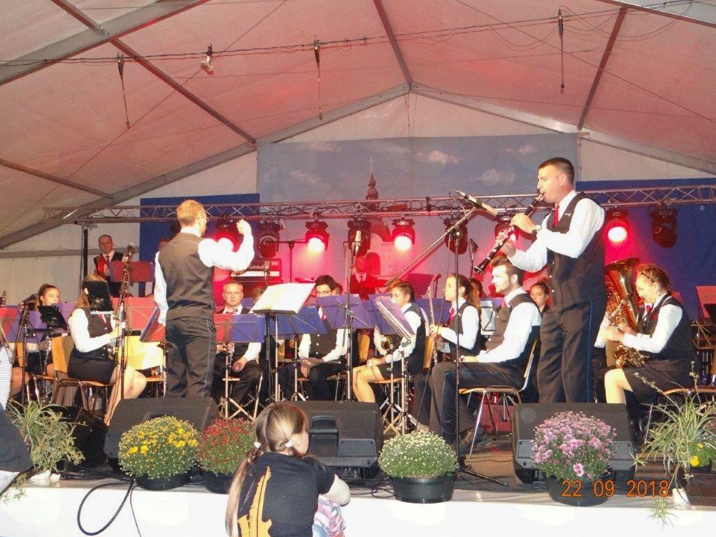Pastirček in solist Matej Dornik. Foto: Miha Požar
