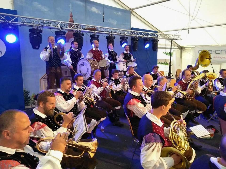 Tradicionalni popoldanski sejemski koncert Mengeške godbe. Foto: D. L.