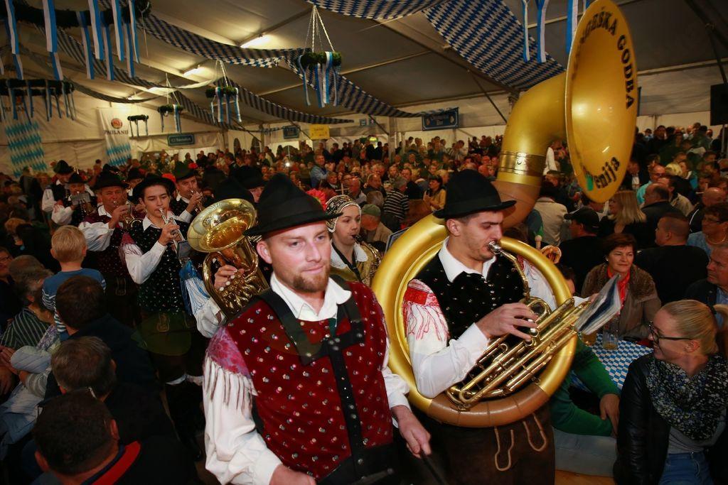Na vseh Oktoberfestih je godba navdušila obiskovalce. Foto: Porsche Maribor