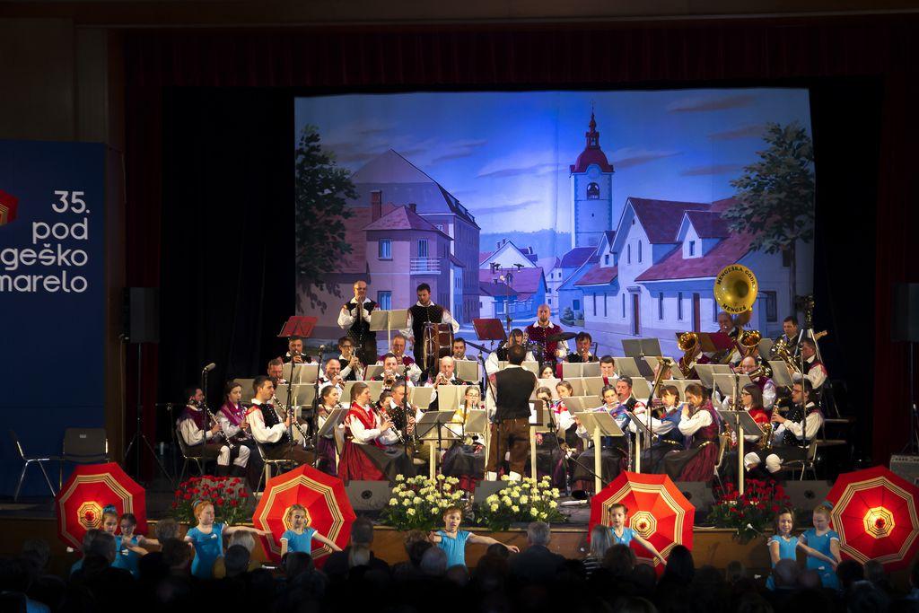 15. februarja ob 19. uribo v KD Mengeš tradicionalna, 36. Pod mengeško marelo. (Fotografija z lanske prireditve).