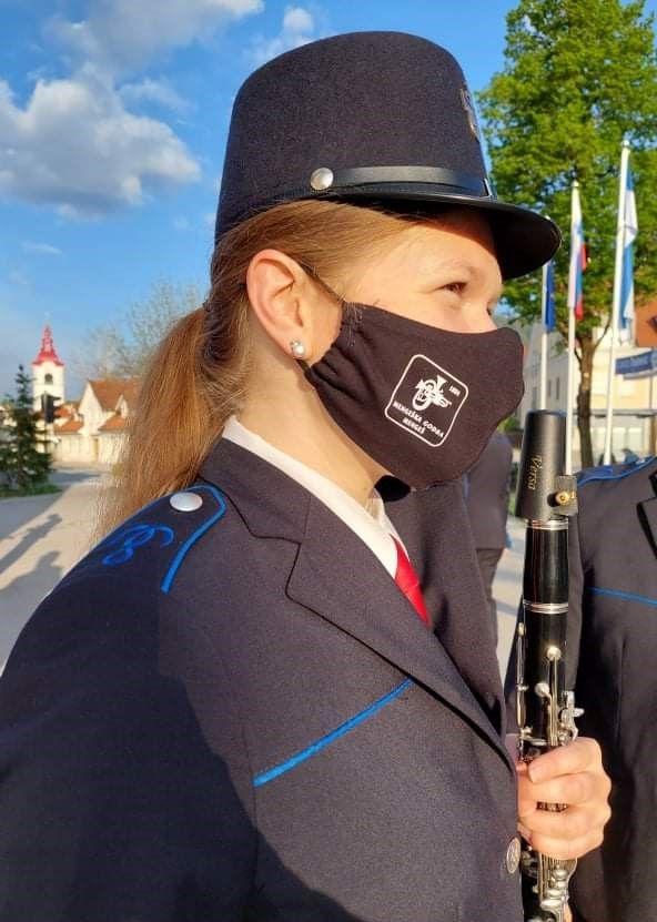Godbenice in godbeniki smo si nadeli nove maske z godbenim logotipom.