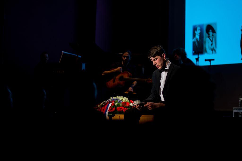 Program je spretno povezoval mladi Jakob Murovec. Foto: Jernej Kravos