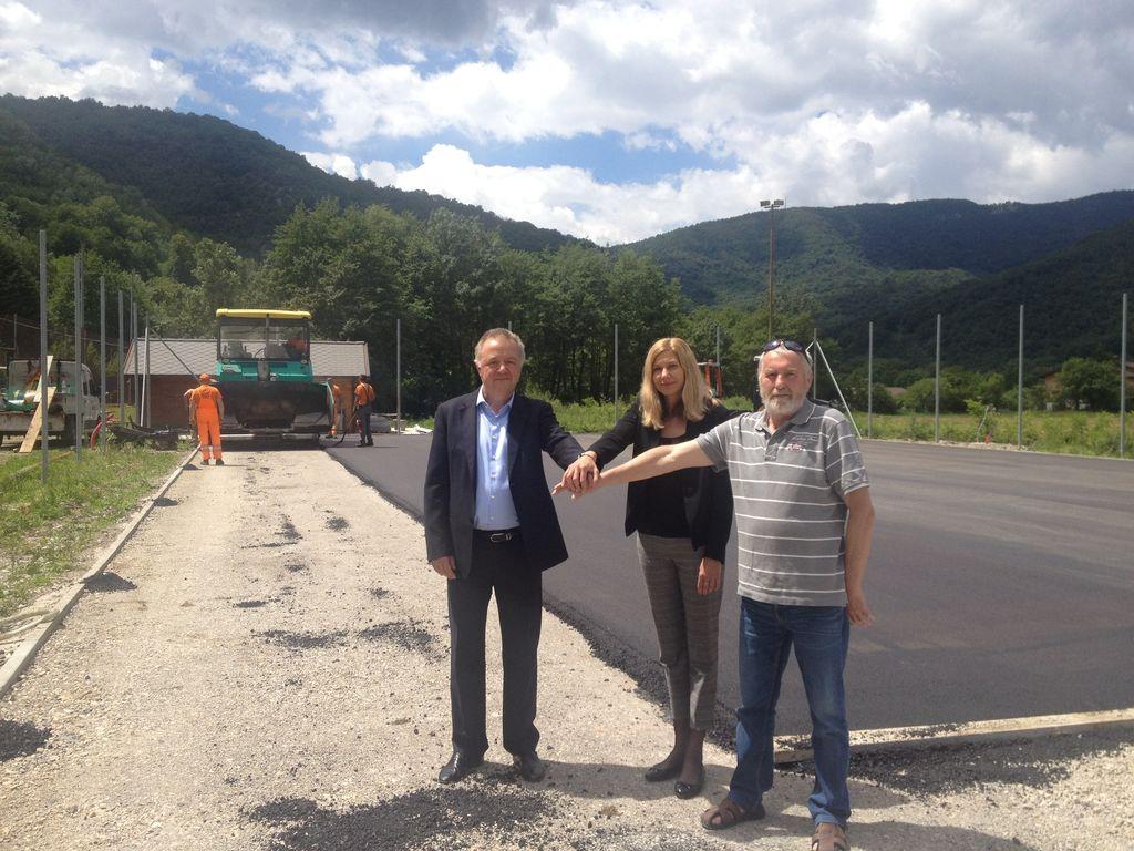 Obnovo igrišča sta finančno podprla Občina Kanal ob Soči in Salonit Anhovo d. d. Foto: Anton Leskovar Bolterstein