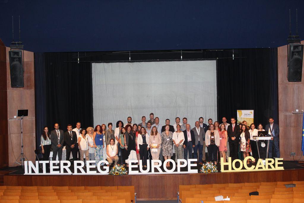 Okrogla miza, kjer so partnerji projekta, med njimi tudi Igor Košir iz Razvojnega centra Srca Slovenije, predstavili  rezultate projekta ter izzive s katerimi so se soočali pri vplivanju na politike s področja oskrbe na domu.