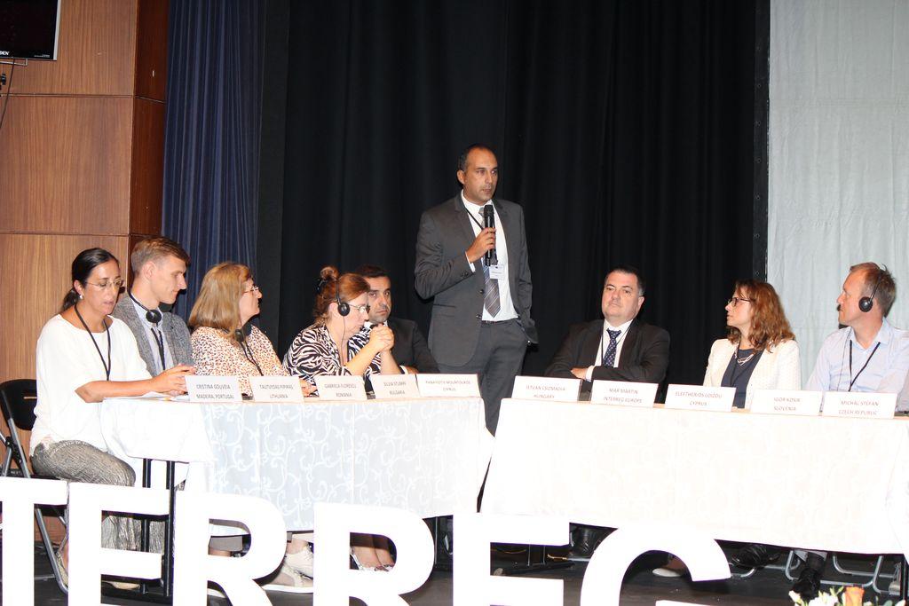 Predstavniki Slovenije iz desne proti levi so bili Anita Jacovič (Ministrstvo za zdravje), Anita Molka (RCSS), Janez Praček (Ministrstvo za zdravje), Peter Pustatičnik (Telekom Slovenije) in Igor Košir (RCSS).
