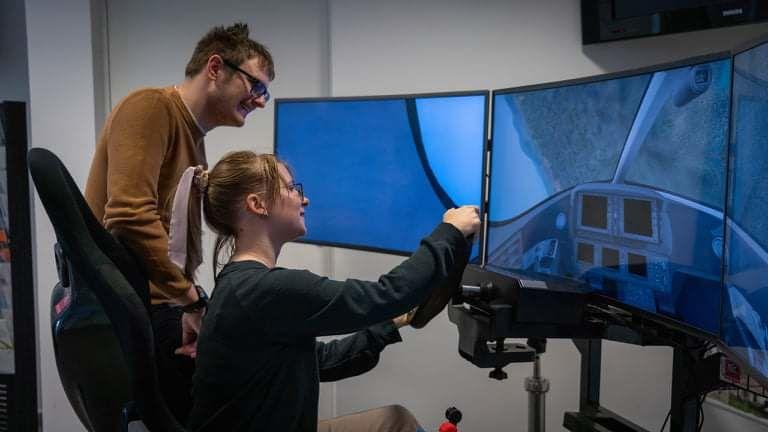 Laura in Gaber navdušila mednarodno komisijo s simulatorjem letenja