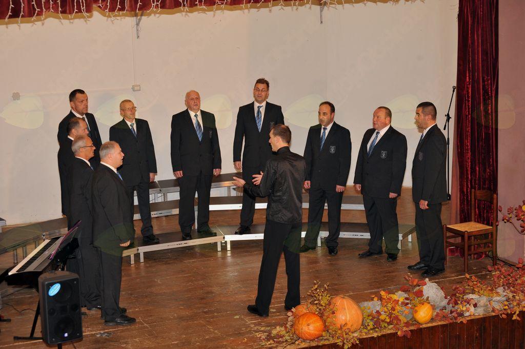 Moški pevski zbor Kras iz Opatjega sela