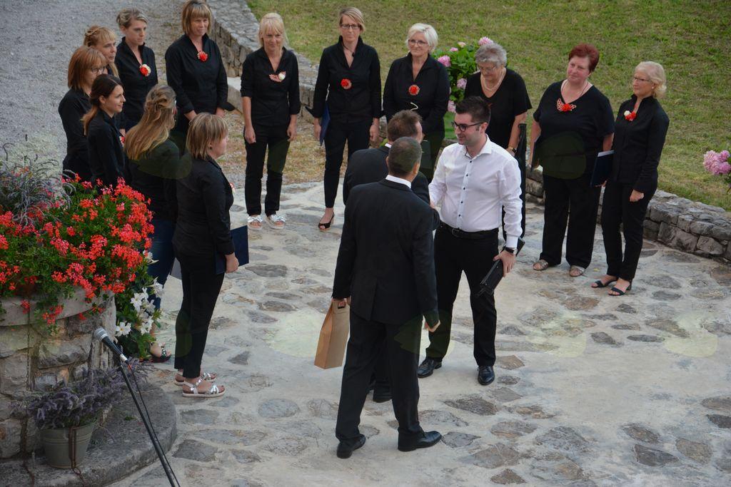 Poletni pevski večer Okteta Rožmarin v Lipi