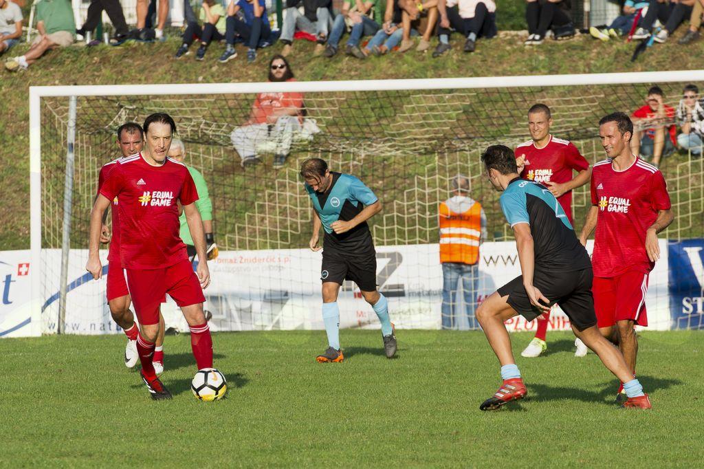 Veličastno nogometno vzdušje in plemenit namen