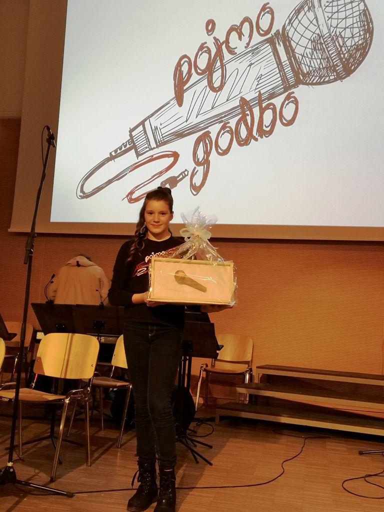 Tiana Gatej zmagovalka 3. pevskega festivala Pojmo (z)godbo