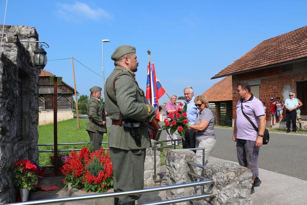 Spominski pohod od spomenika na Malkovcu do Čehnarjeve doline