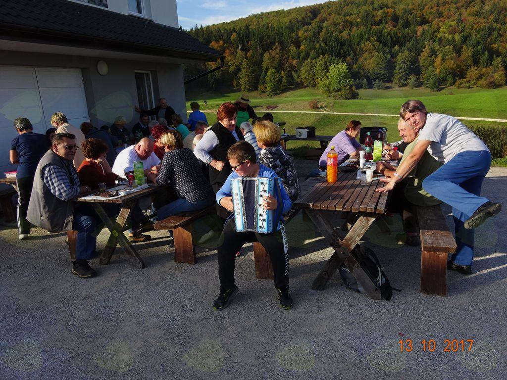 Kostanjev piknik žužemberških upokojencev  v Križih 2017
