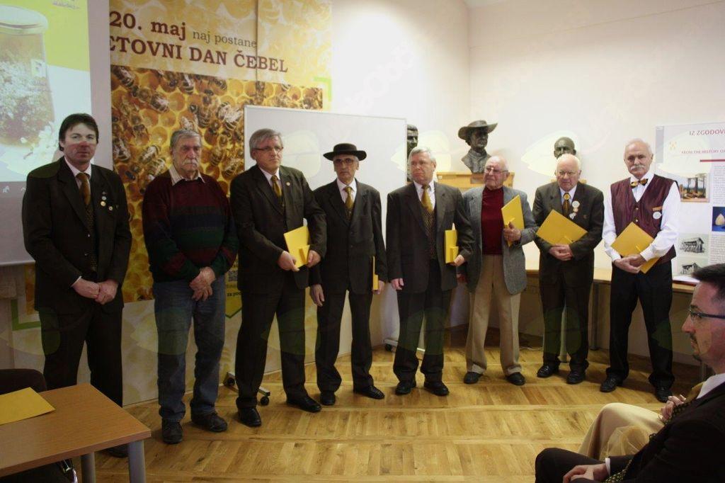 Henrik Omahna (skrajno desno) v družbi letošnjih prejemnikov priznanj.