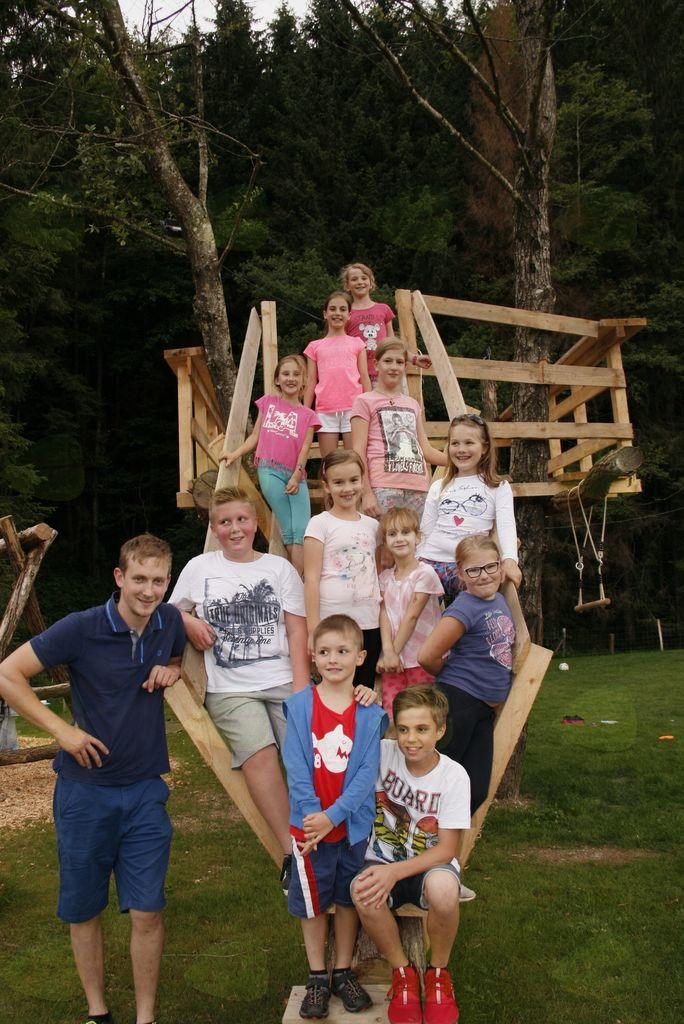 Otroški cerkveni pevski zbor župnije Krašnja tokrat na of