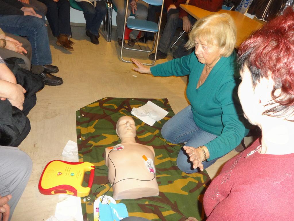 INVALIDI OŽIVLJALI Z AED