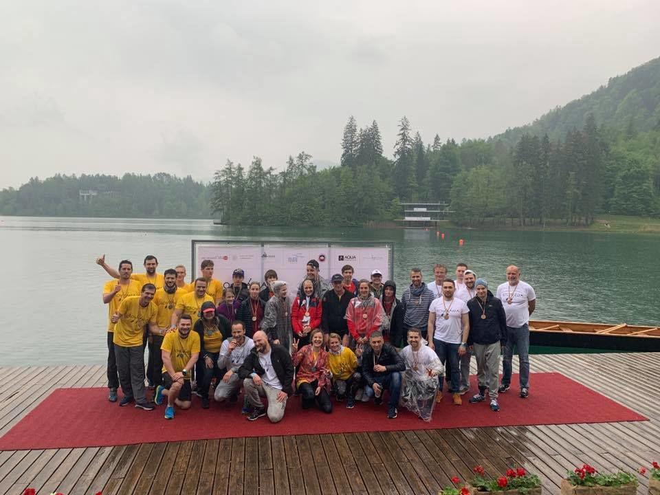 Na sredini zmagovalna ekipa AD Bled