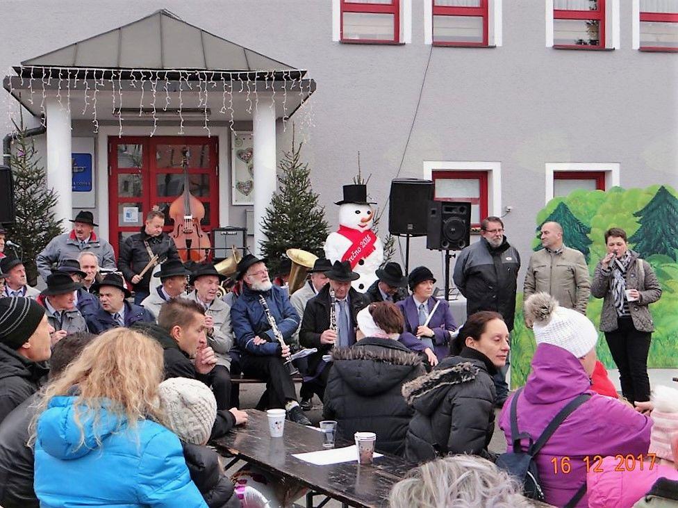 Najlepše želje sta navzočim namenila župan Franc Jerič in županja Občine Semič, Polona Kambič