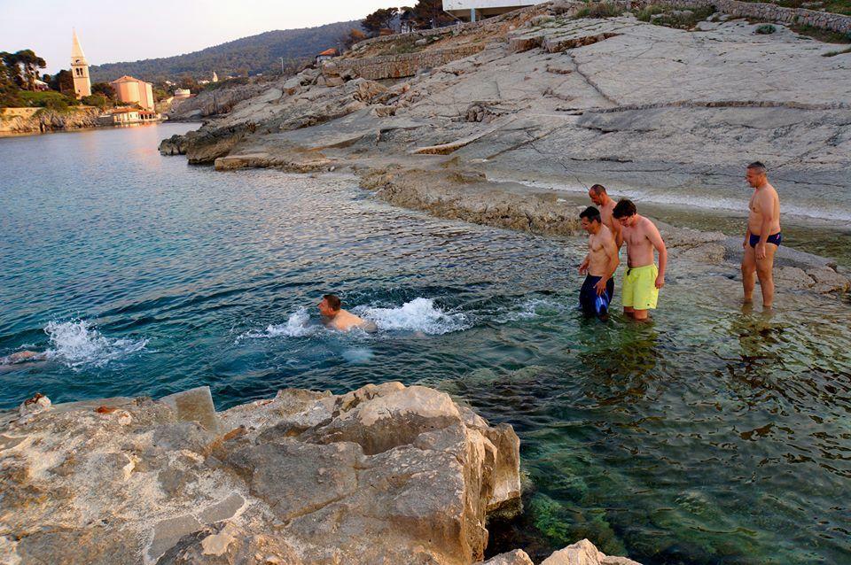 Drugi skok v morje v spomin na teniška tovariša