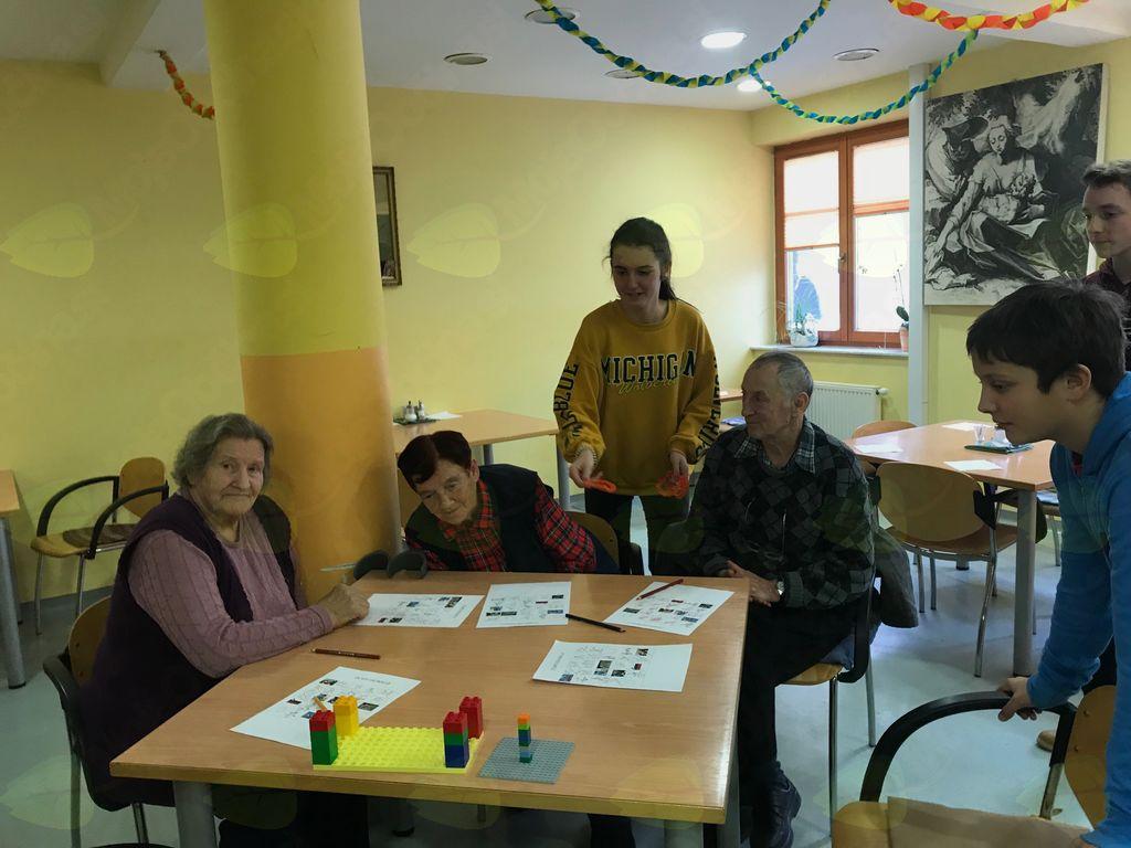 Predpočitniško zabavno druženje stanovalcev in prostovoljcev
