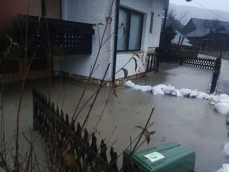 Poplavljena hiša - (avtor fotografije Katarina Zalokar)