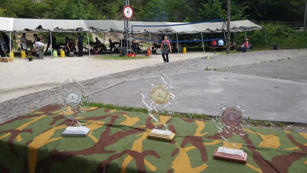 Pokali pripravljeni na razglasitev (foto: Helena Šinkovec)