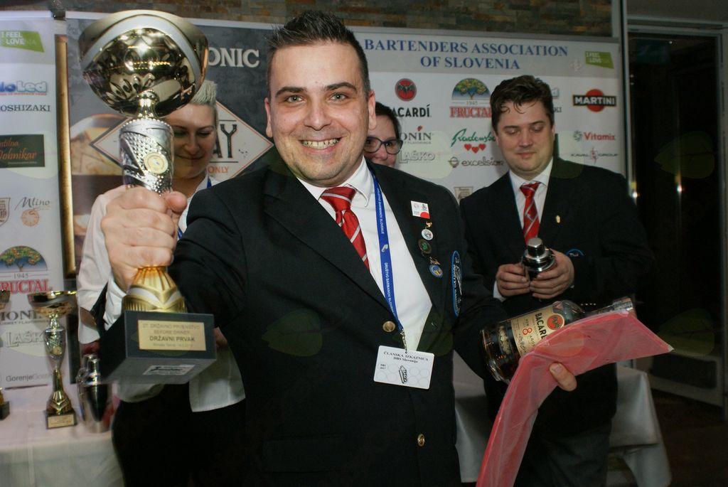 1. mesto - državni prvak - mešanje koktajlov