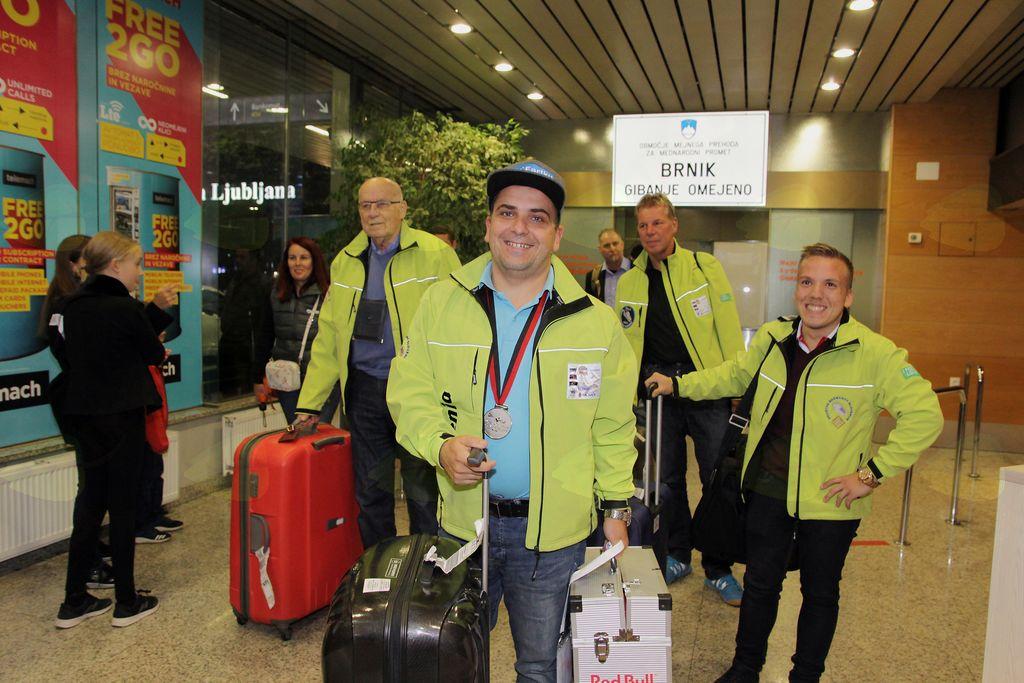 Prihod delegacije na Brnik