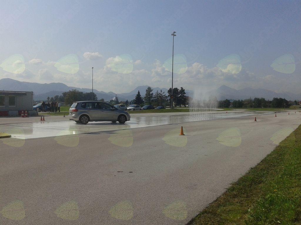 Osnovni trening varne vožnje za starejše voznike