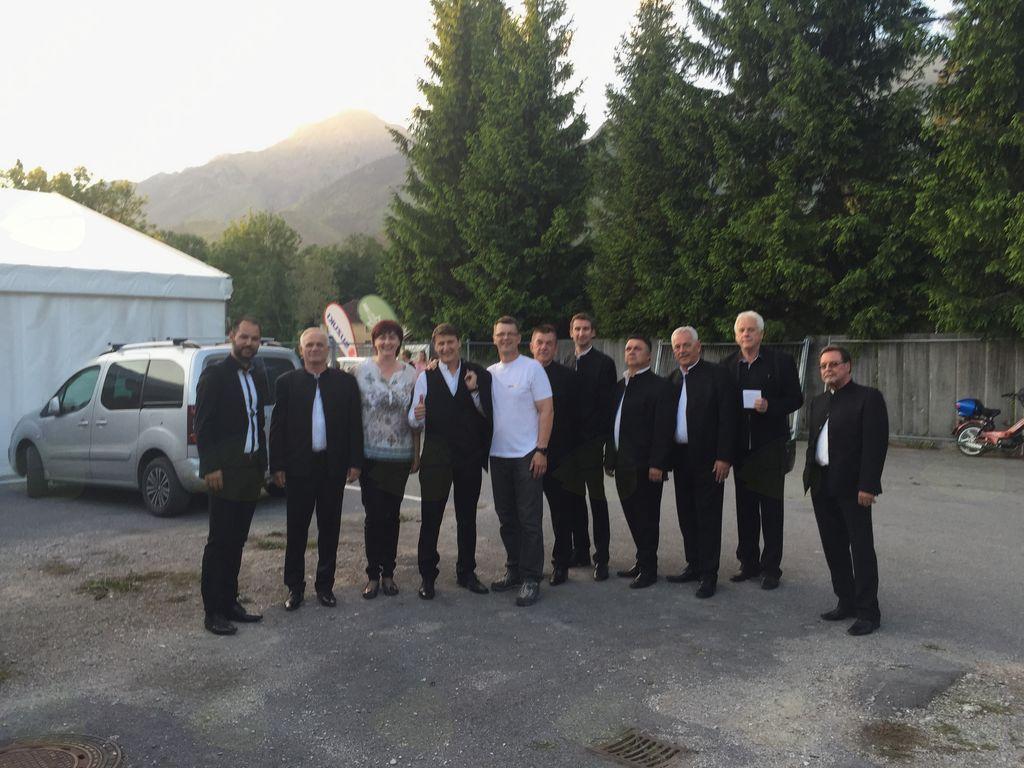Klapa Intrade z organizatorjema - Sašo in Boštjanom Avsec (foto Media butik)