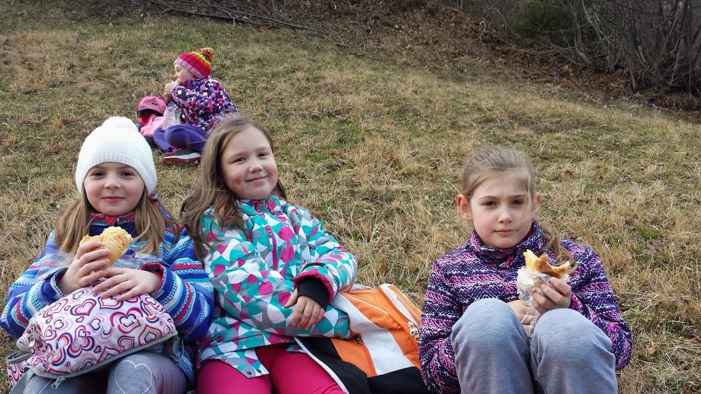 S planinci na pohod po stari šolski poti