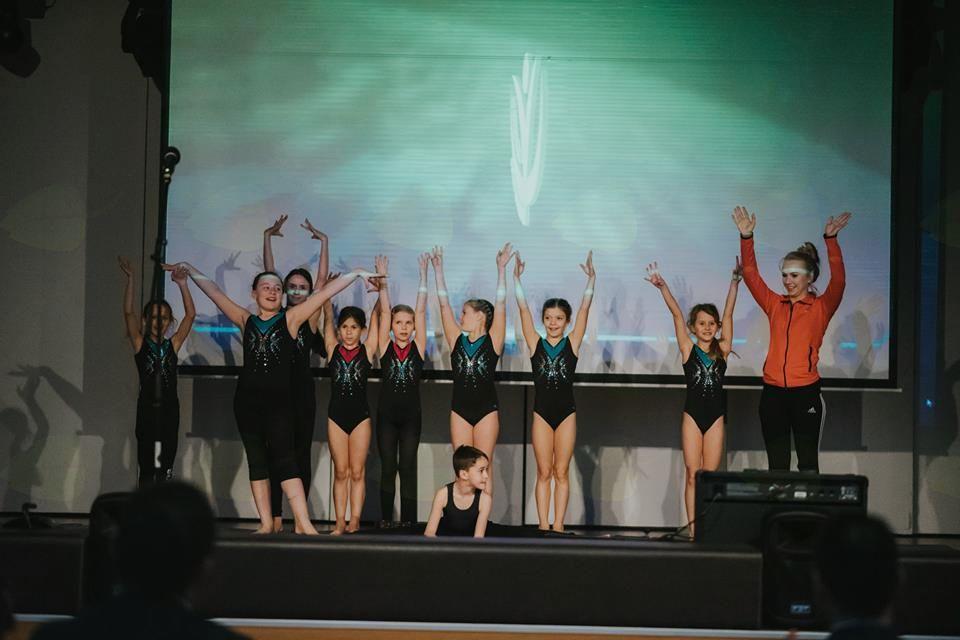 Na odru so gimnastičarji poskrbeli za prijeten program. Foto: ŠZOK