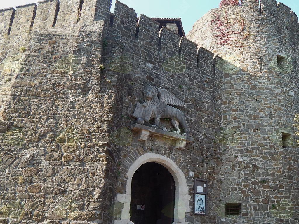 Beneški lev nad vhodom v grad
