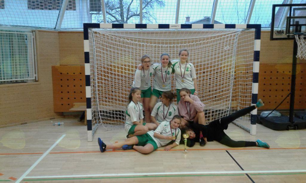 Zmagovalna dekliška ekipa s področnega prvenstva.