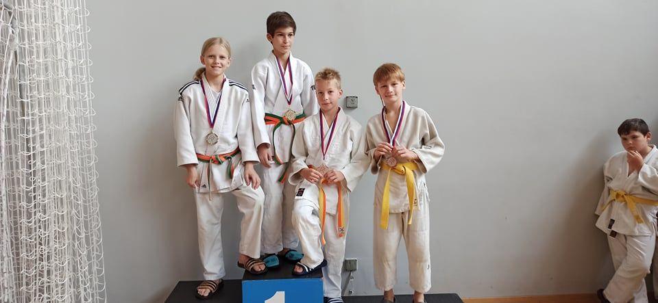 Šest kolajn za Judo klub Komenda