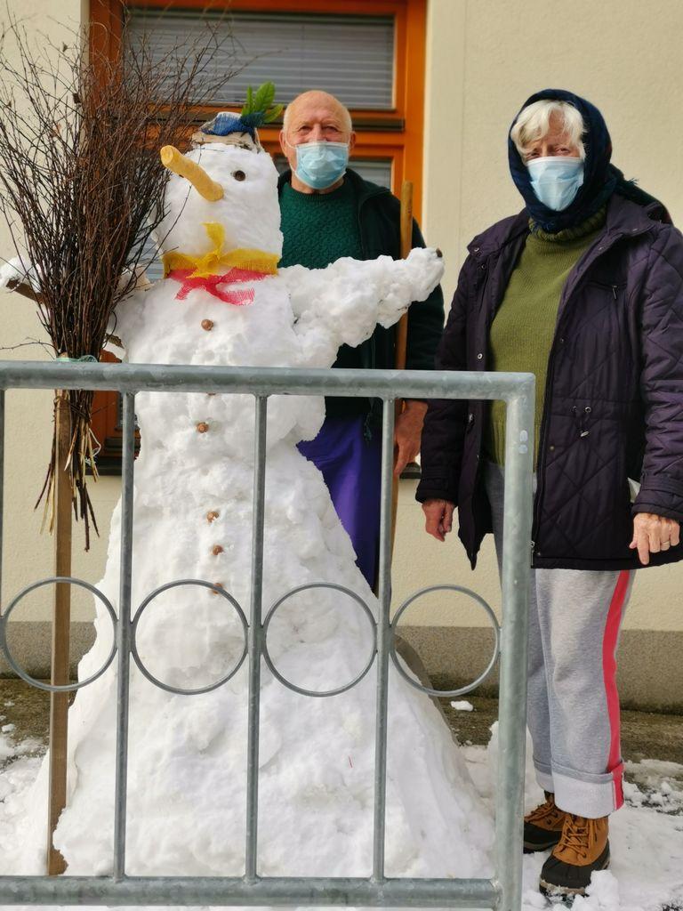 Mi delamo snežaka.