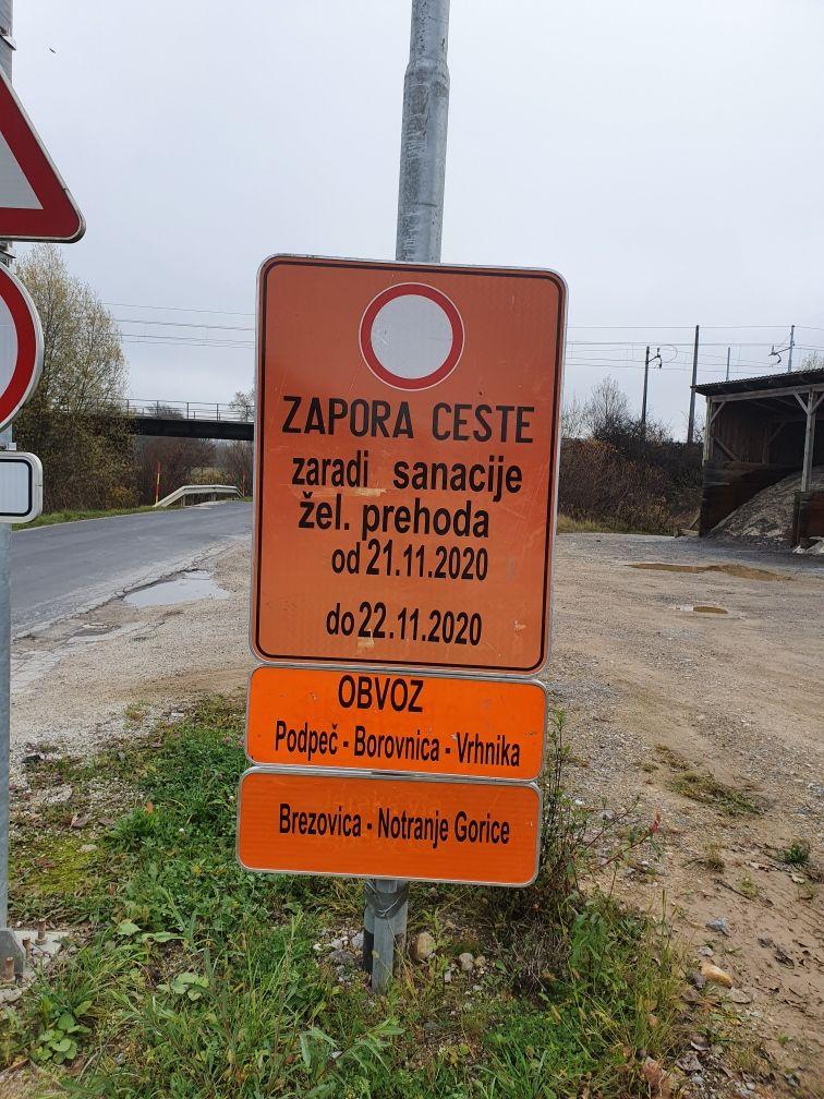 Dva vikenda popolna zapora podvoza pod železniškim prehodom pri gasilskem domu v Notranjih Goricah