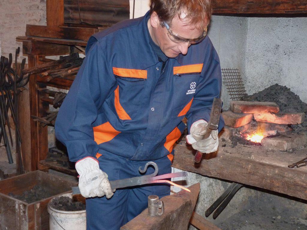 Prikaz kovanja podkev