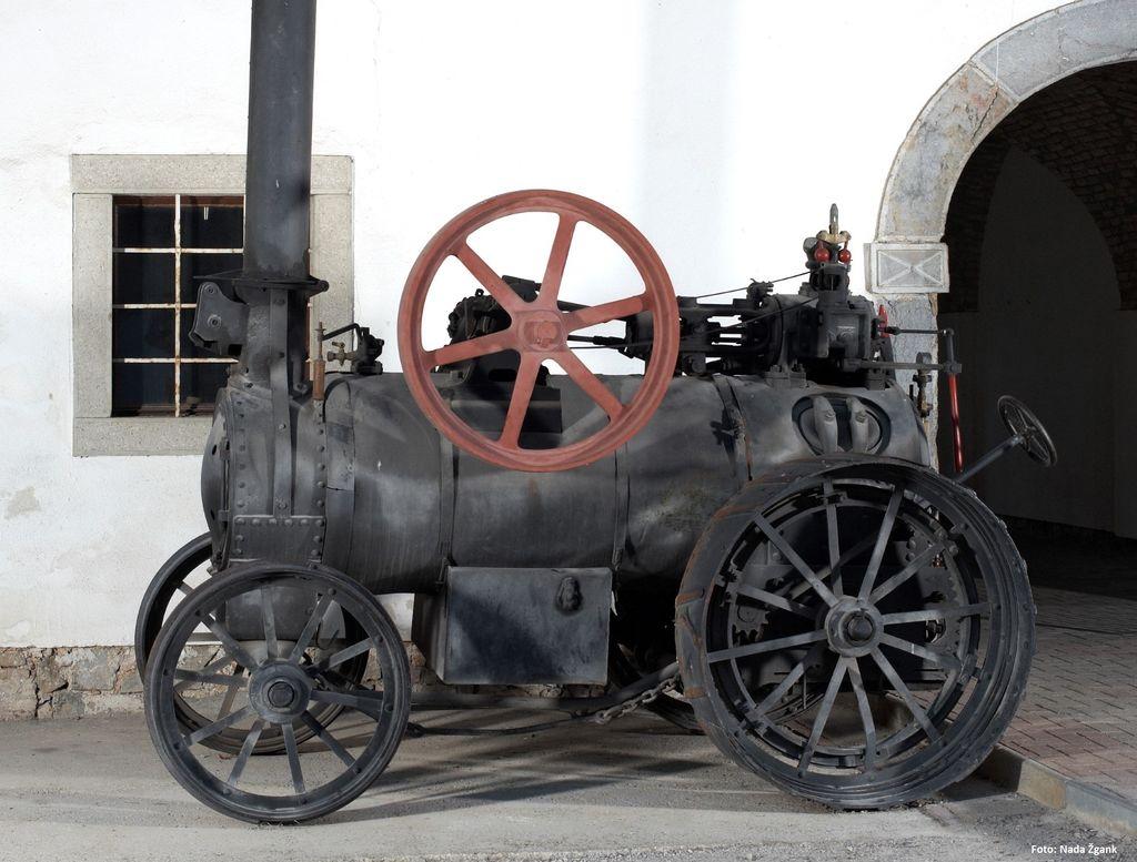Prikaz mlačve žita z lokomobilo