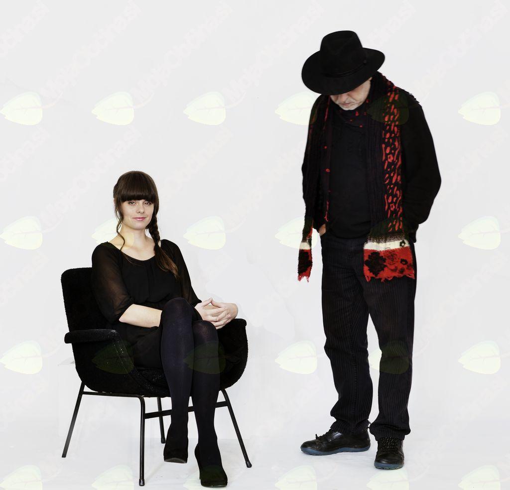 KNJIŽNICA POD ZVEZDAMI« - Ditka in Feri Lainšček NE BODI KOT DRUGI - Koncert uglasbene poezije