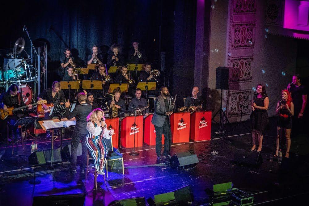 Sams Fever navdušili mednarodno občinstvo na European Elvis Festival!