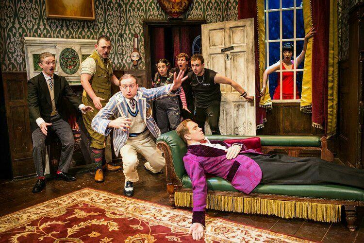 Z gledaliških desk Broadwaya prihaja svetovna uspešnica!