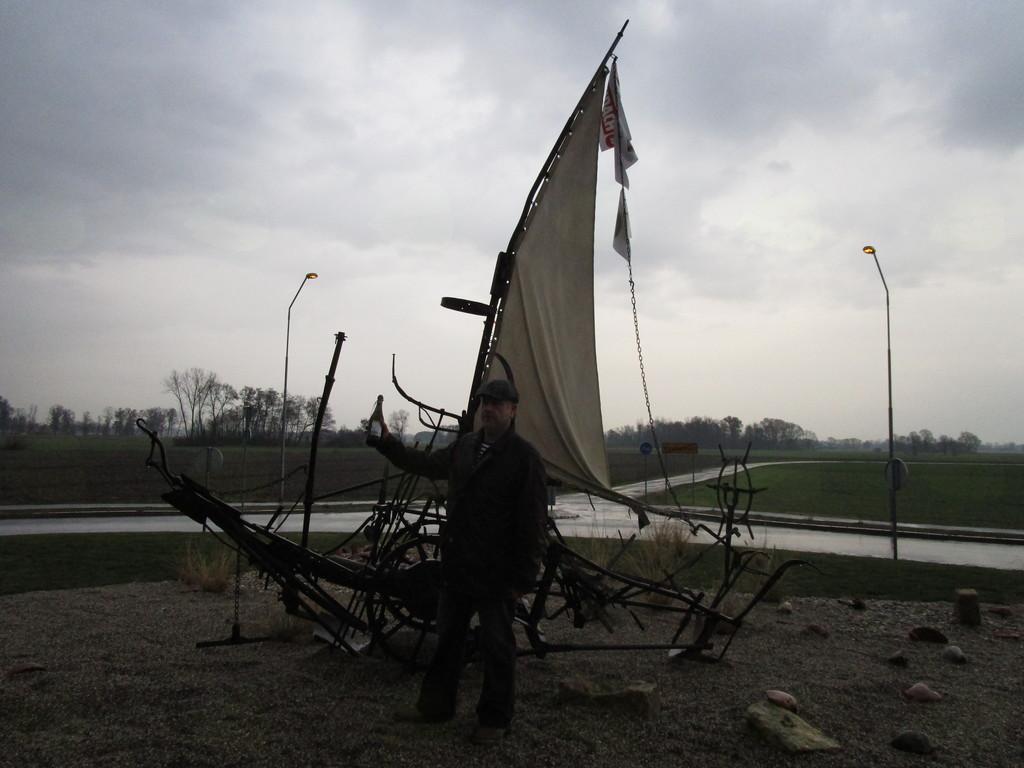 Panonska barka v krožišču v Ključarovcih