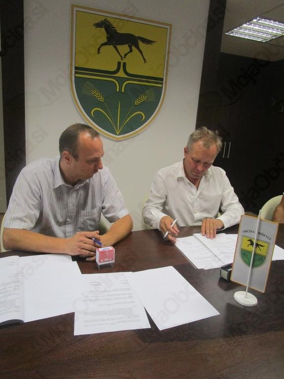 Marko Novak - direktor Nograd d.o.o. ( levo), mag. Branko Belec - župan (desno)