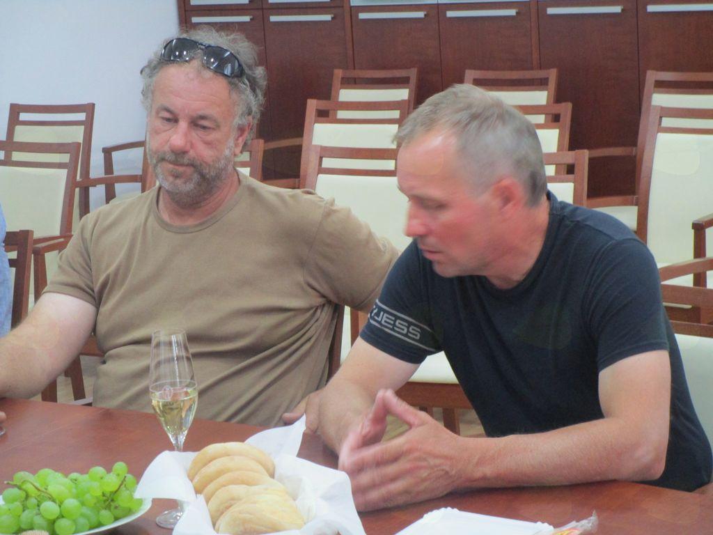 Robert Jurak (levo) in župan Občine Križevci mag. Branko Belec (desno)