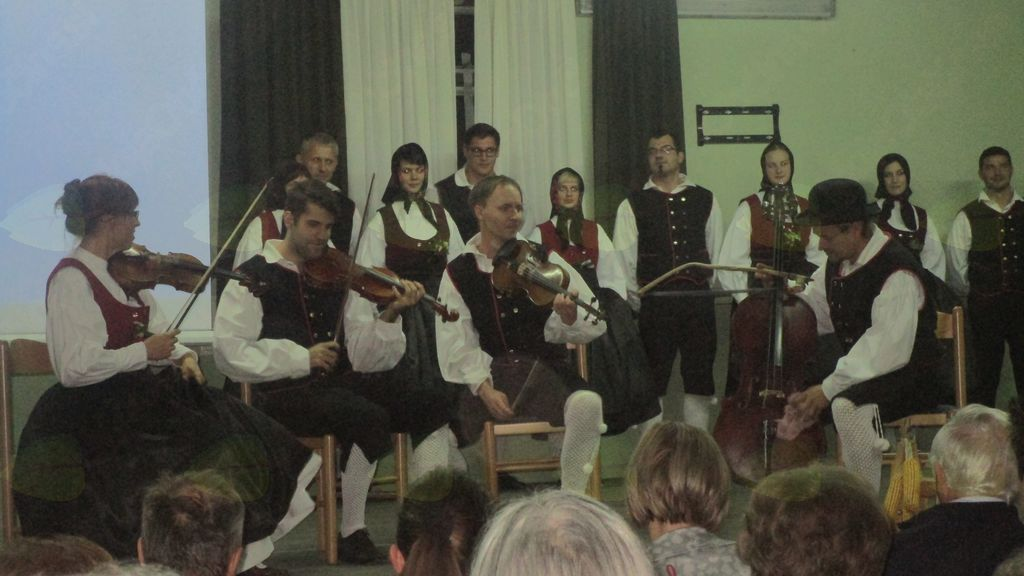 Folklorna skupina Kajer Bučečovci
