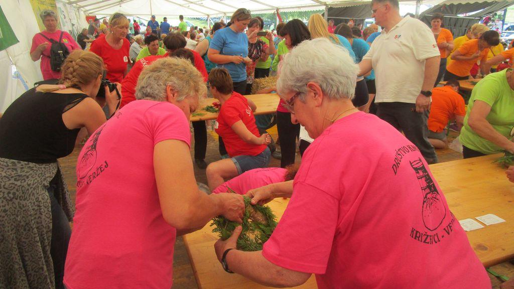 Ekipa Društva kmetic Križevci Veržej se je pomerila na 14. Državnih ženskih kmečkih igrah