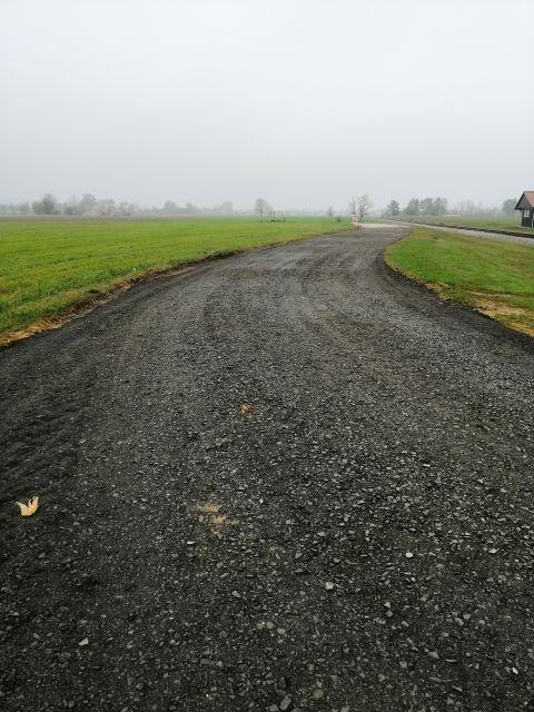 cesta v Stari Novi vasi proti Dobravi